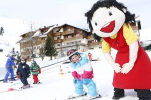 Skifahren lernen direkt vor dem Hotel © Heidi-Hotel