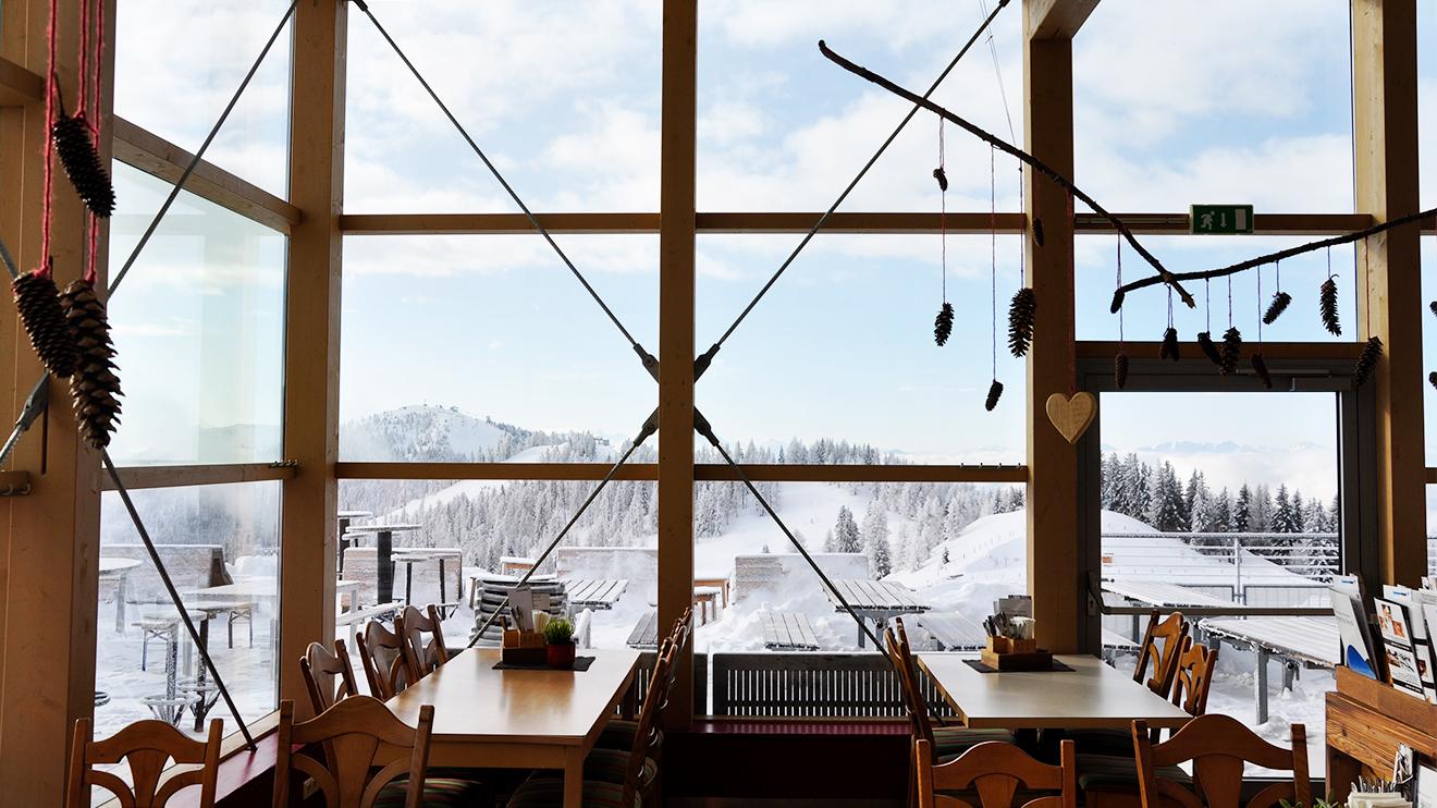 """Von der """"Nock in""""-Hütte direkt auf dem Gipfel der Brunnach hat man einen wunderbaren Panoramablick über die Nockberg"""