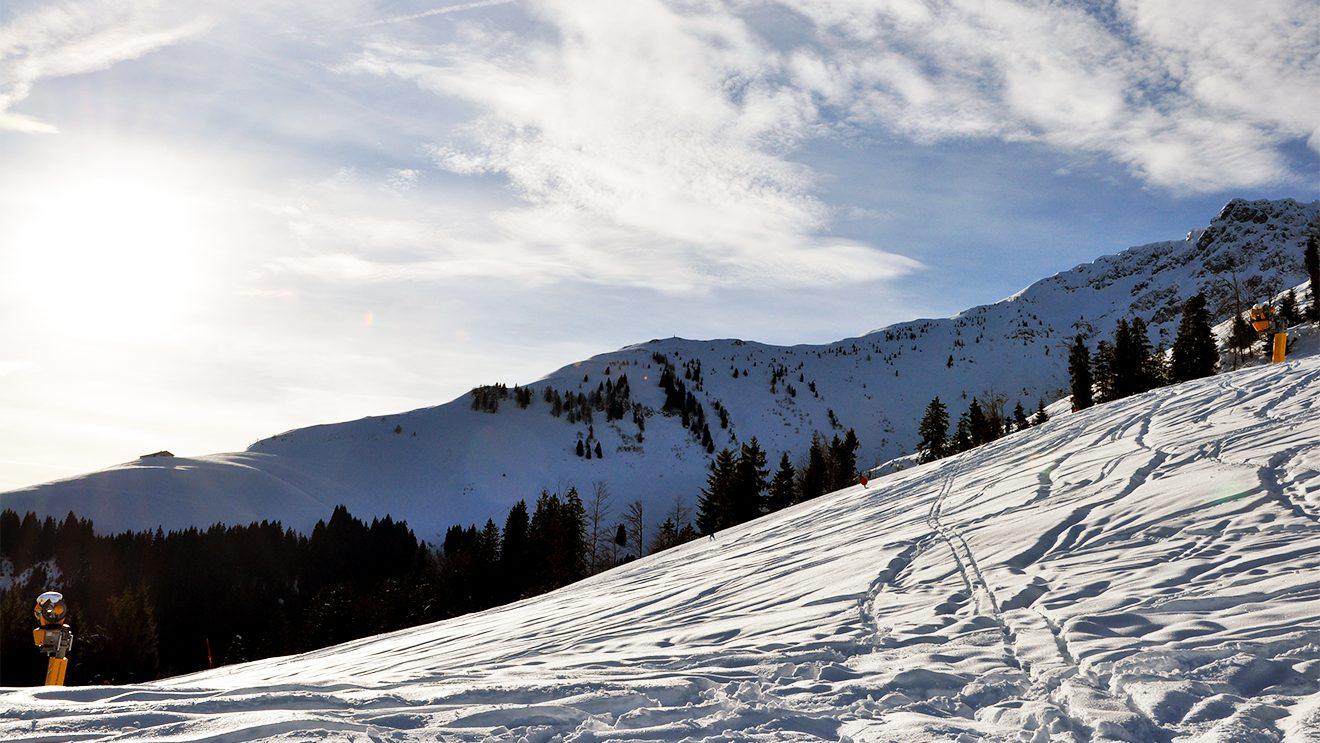 Licht und Schatten - in St. Johann gehören schwierige Lichtverhältnisse leider dazu @ Skiing Penguin