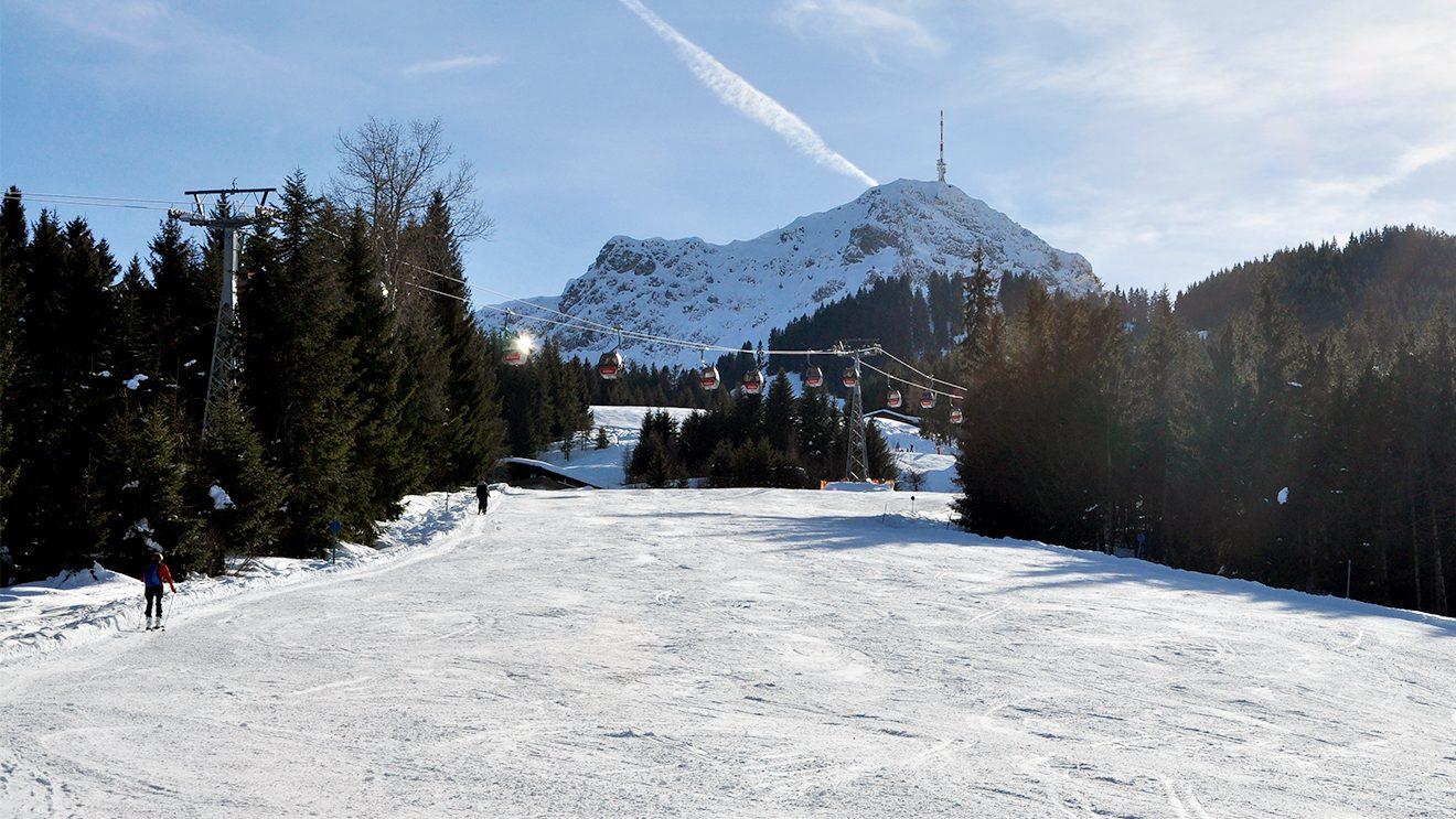 Über die Hochfeldabfahrt zur Harschbichlbahn © Skiing Penguin