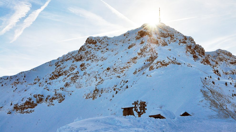 Imposant ragt das Kitzbüheler Horn über St. Johann © Skiing Penguin