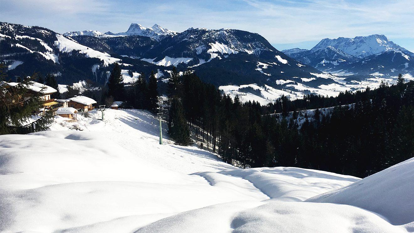 Mit dem Jodlalmlift gehts nach dem Einsteigen erstmal bergab @ Skiing Penguin