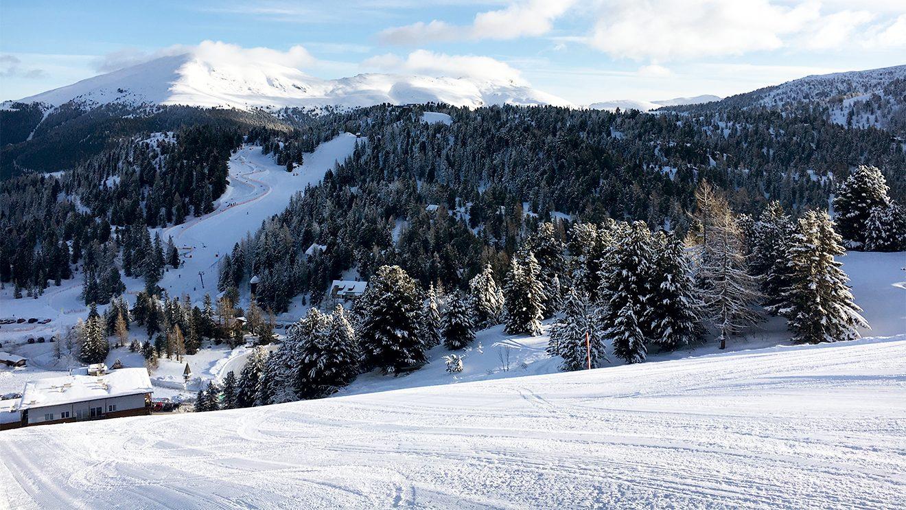 Ein weites und abwechslungsreiches Gelände führt zur Talstation der Kornockbahn © Skiing Penguin