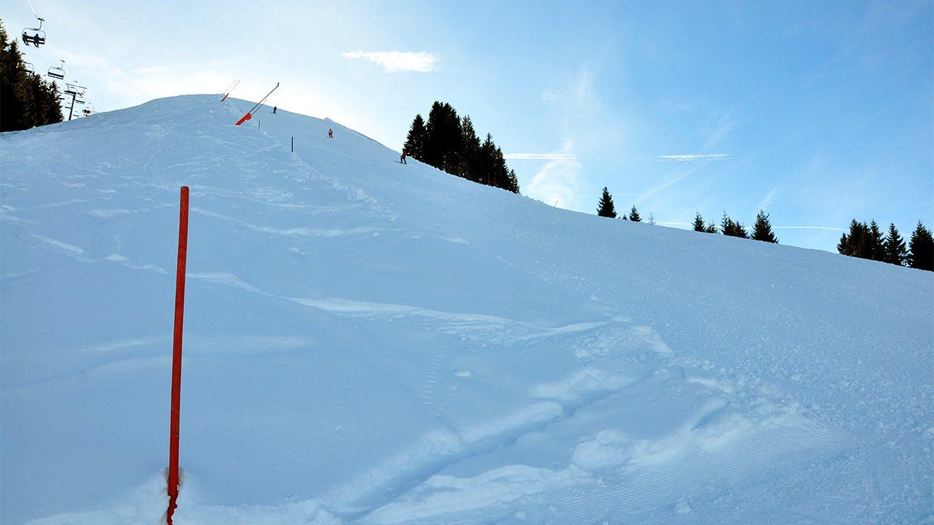Steil bergab geht's auf dem Weg zur Penzingbahn © Skiing Penguin