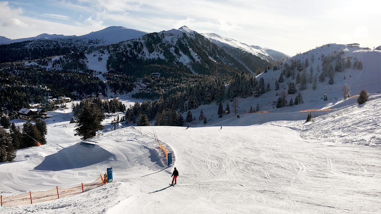 Viele Wege führen zur Kornockbahn: ob Pisten, Snowpark oder Fun-Cross © Skiing Penguin