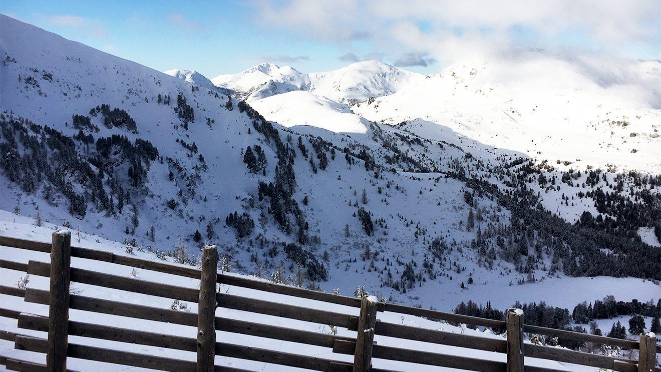 Auf dem Kornock öffnet sich die Weite der Nockberge © Skiing Penguin