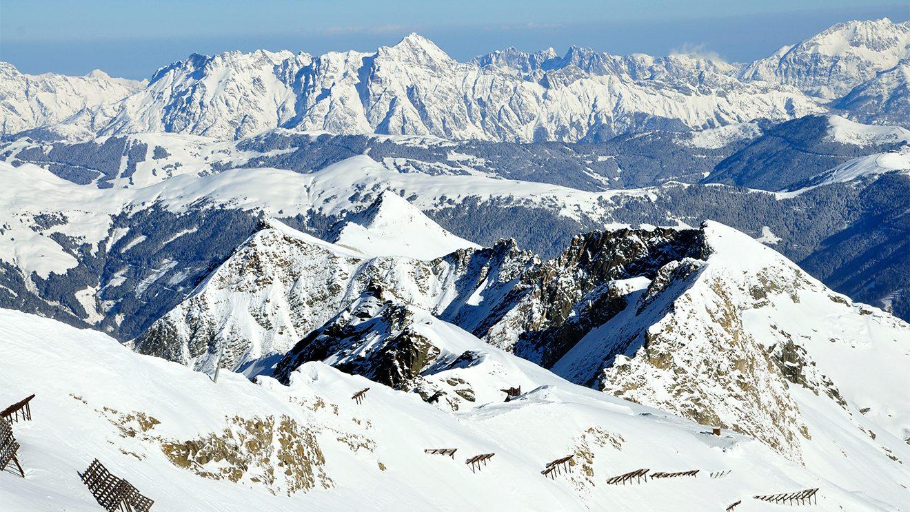 Gipfel so weit das Auge reicht © Skiing Penguin