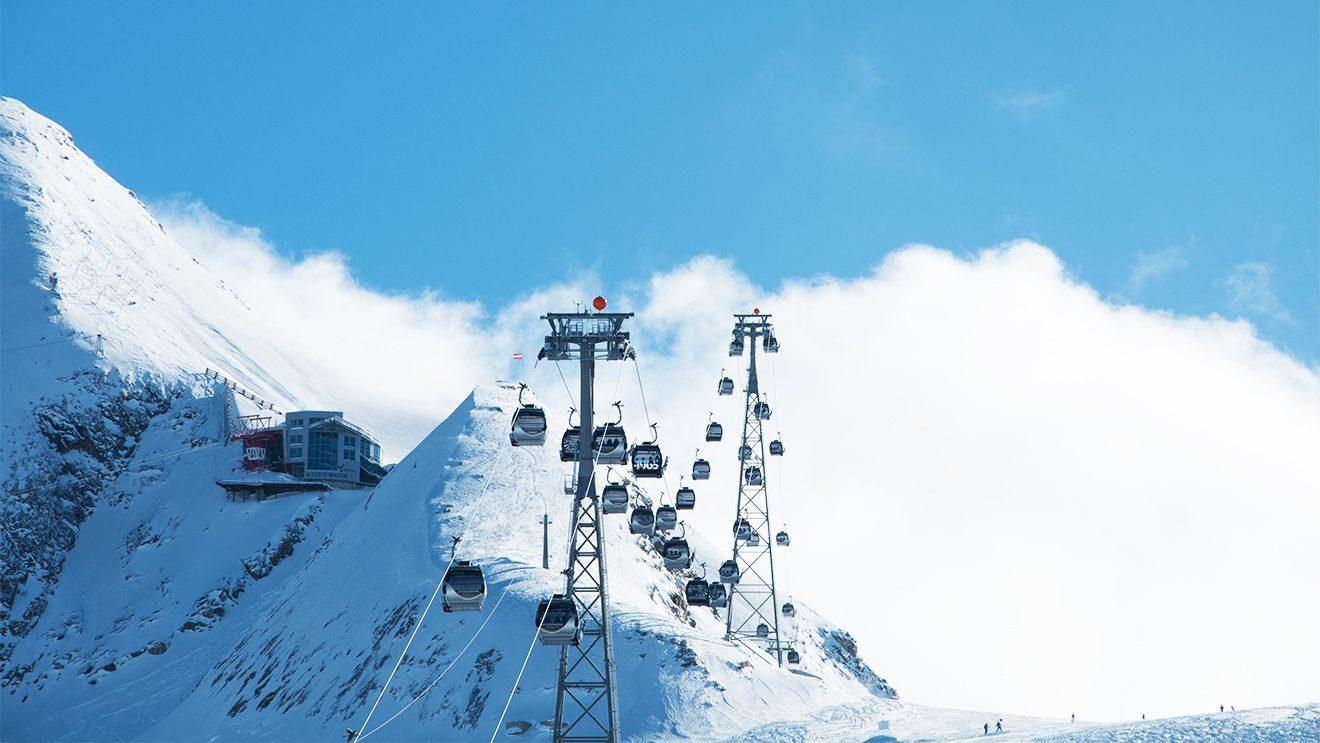 Kitzsteinhorn - Mit der Gondel geht's auf 3000 Meter Seehöhe © Skiing Penguin