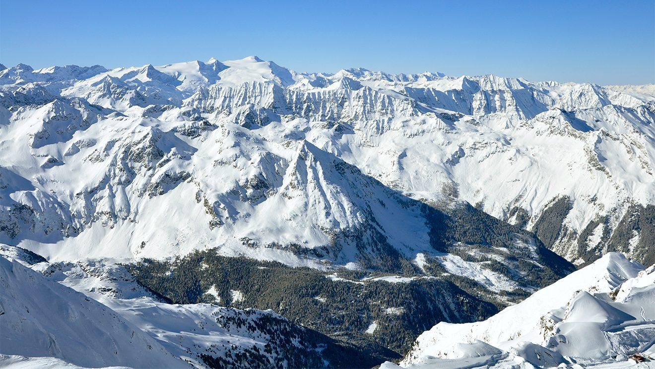 Die Panoramaplattform bietet einen herrlichen Ausblick in den Nationalpark Hohe Tauern © Skiing Penguin