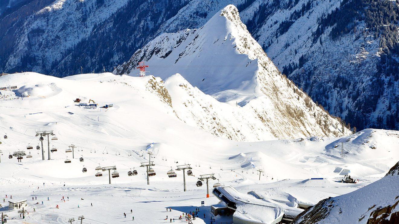 Der Gletscherjet 3 ist eine Kombibahn mit Gondeln und Sesseln © Skiing Penguin