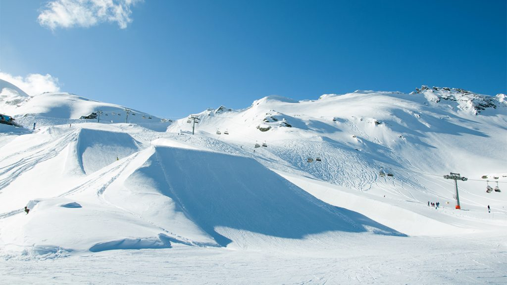 "Im ""Easy Park"" tasten sich Anfänger an Jumps heran © Skiing Penguin"