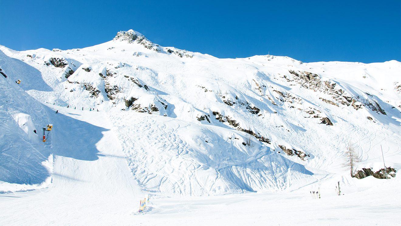 """Neben der """"Black Mamba"""" geht's auch im Tiefschnee zum Langwiedboden © Skiing Penguin"""