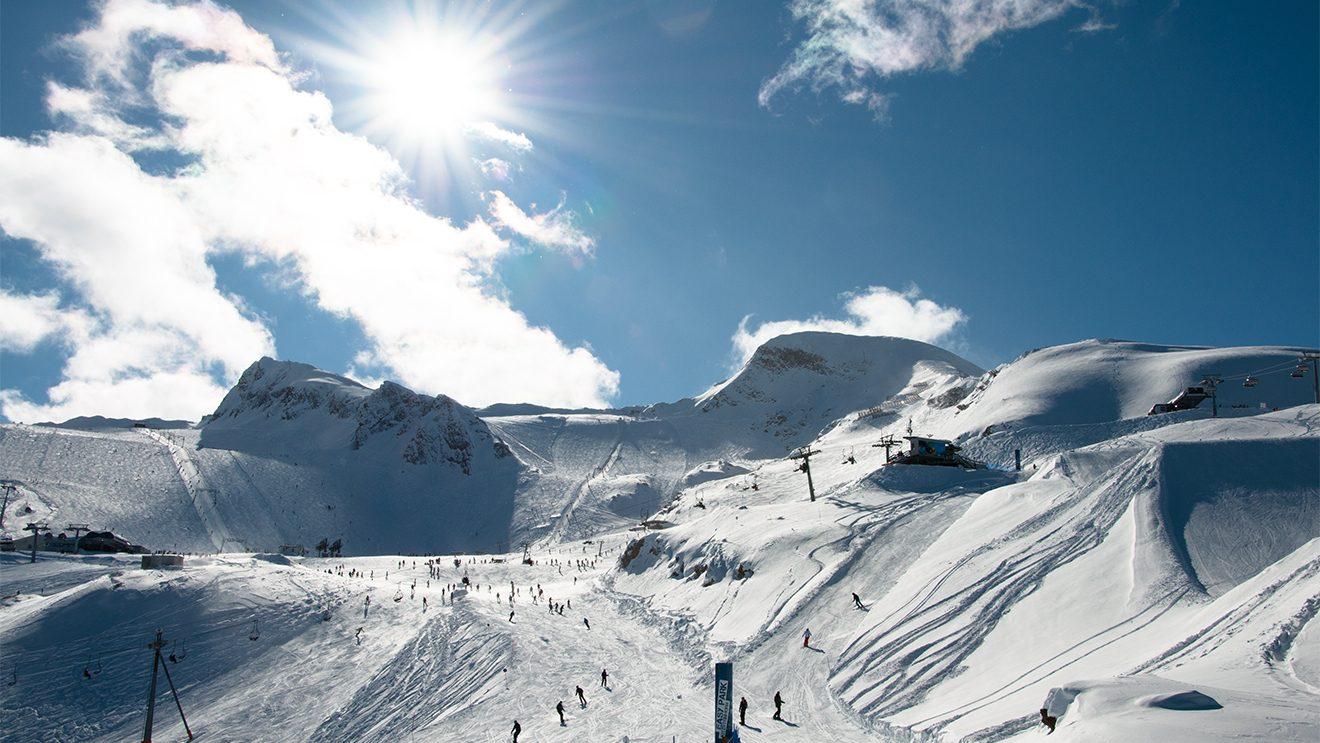 Bei prächtigem Wetter ist man am Kitzsteinhorn nie allein © Skiing Penguin