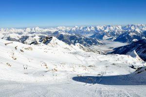 Kitzsteinhorn - Carven mit Ausblick © Skiing Penguin