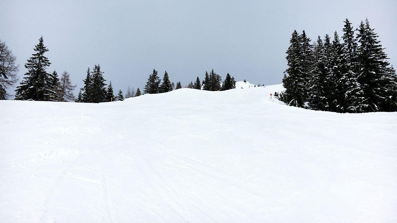 Breite Bahnen laden zum Carven ein © Skiing Penguin