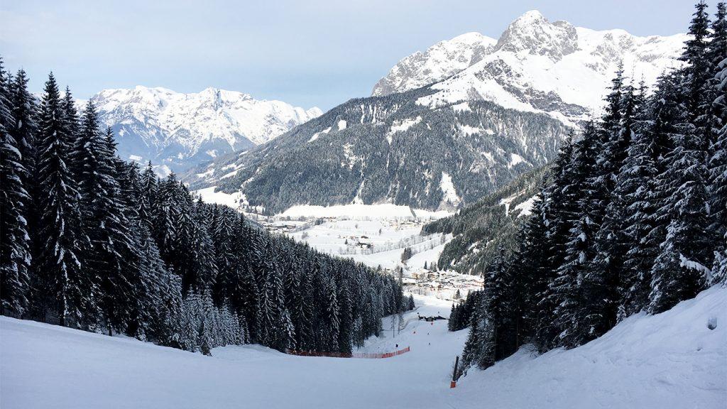 Nach dem steilsten Abschnitt auf der Panorama-Abfahrt kann man die Ski problemlos laufen lassen @ Skiing Penguin