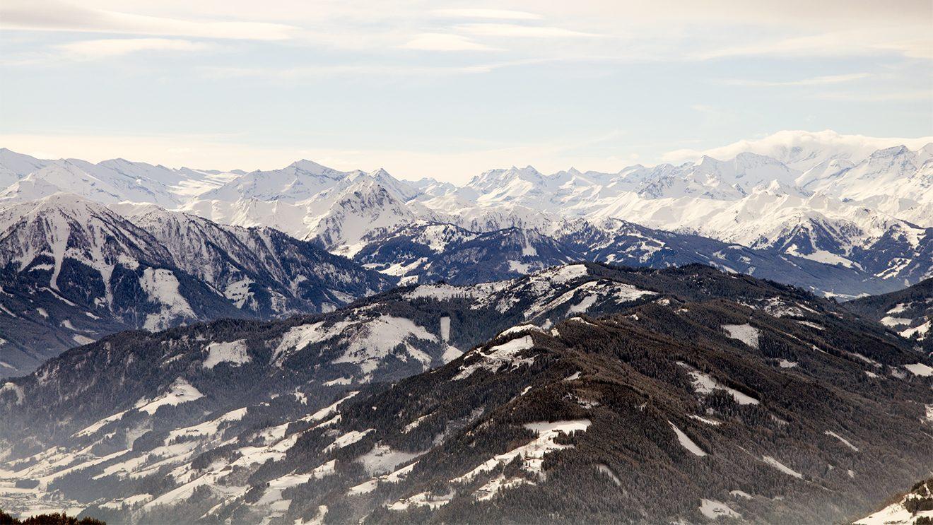 Die 1834 m hohe Bischlinghöhe öffnet einen Ausblick über das ganze Tal © Skiing Penguin