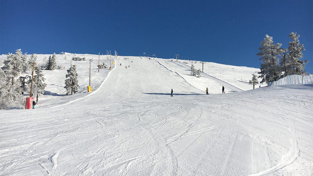 Der Schnee ist in Levi trocken und kompakt, Eis gibt es kaum © Skiing Penguin