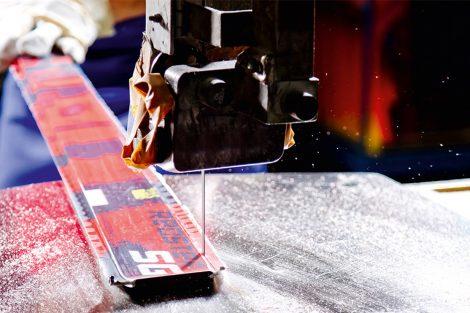 Das überschüssige Material muss abgeschnitten werden © Atomic Austria GmbH