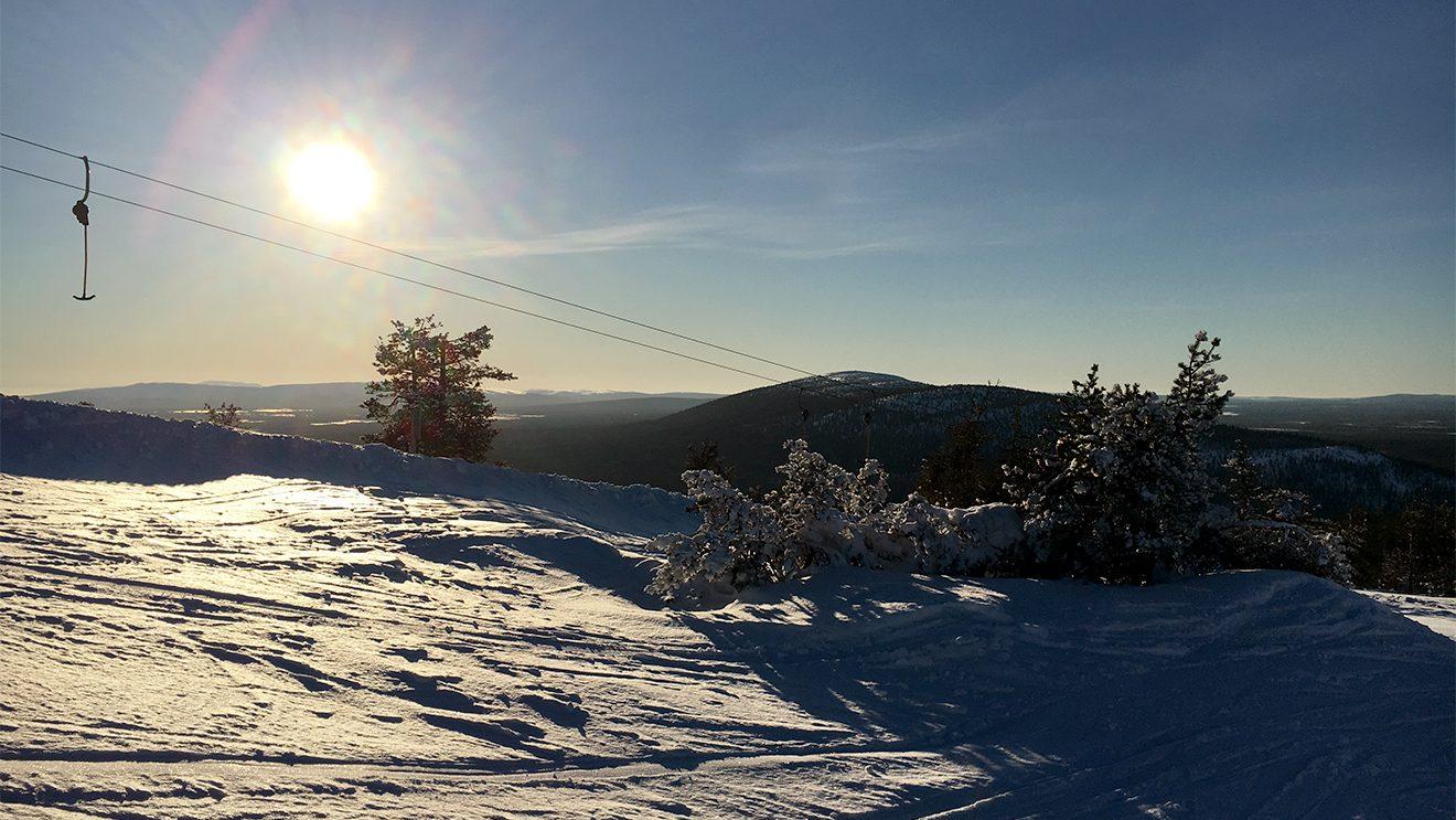 Die tiefstehende Sonne - ein ständiger Begleiter im nordischen Frühjahr © Skiing Penguin