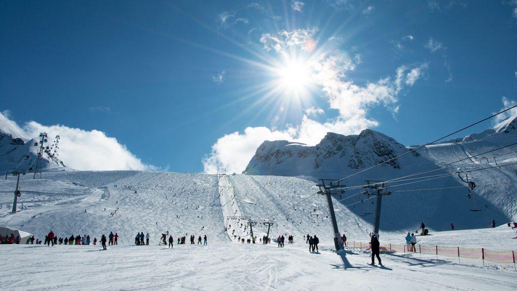 Die Kitzlifte führen auf das Gletscherplateau © Skiing Penguin