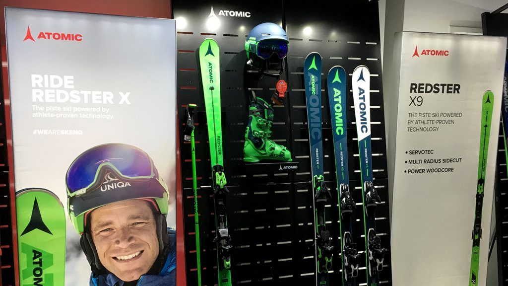 Der neue Atomic X9 wird giftgrün © Skiing Penguin