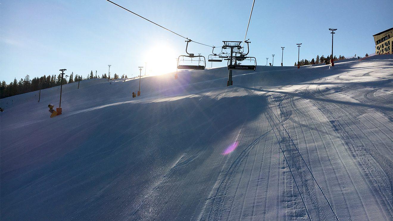 Der Sessellift am Zero Point, direkt am Stadtzentrum, ist der geläufigste Einstieg ins Skigebiet © Skiing Penguin