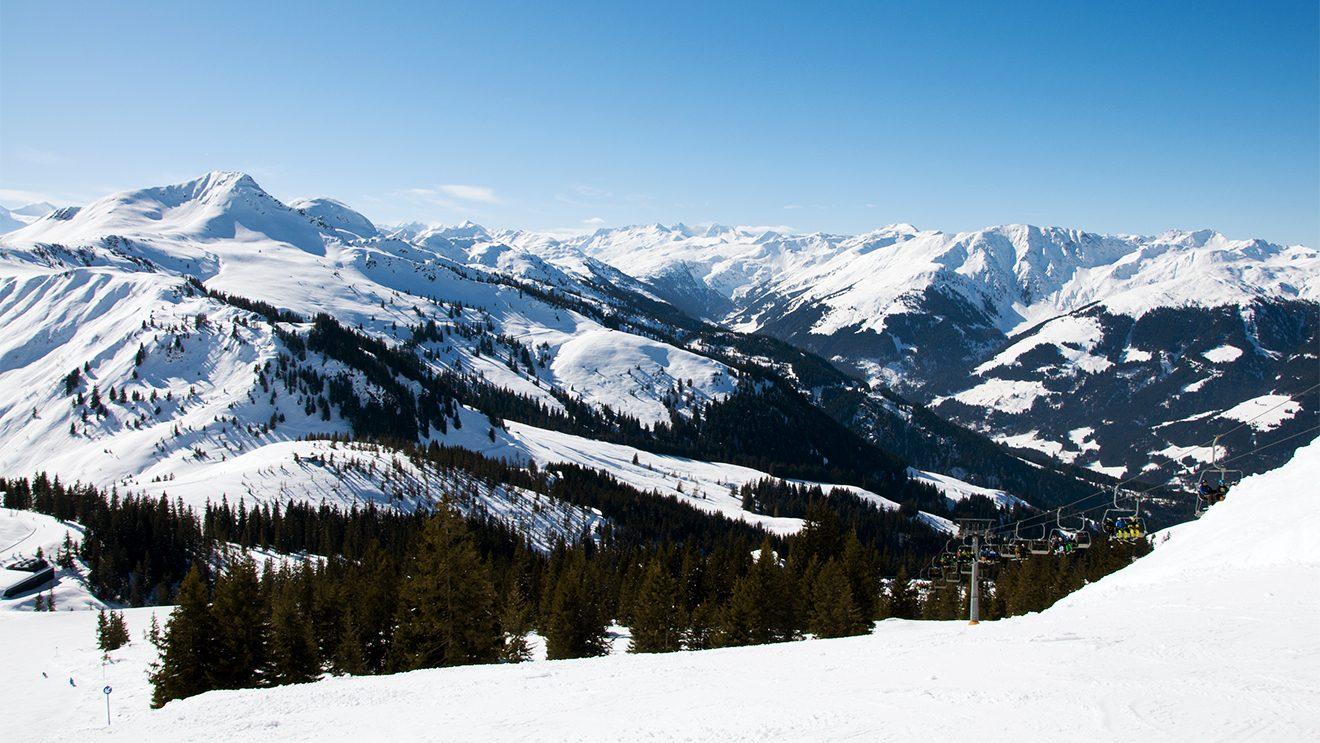Unberührte Gipfel zeigen sich vom Gampenkogel © Skiing Penguin