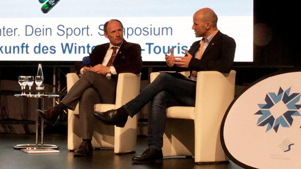 Leo Bauernberger mit Moderator Hubert Siller © Skiing Penguin