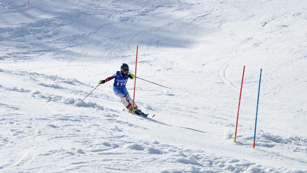 Momentaufnahme beim Slalom der Damen © Skiing Penguin