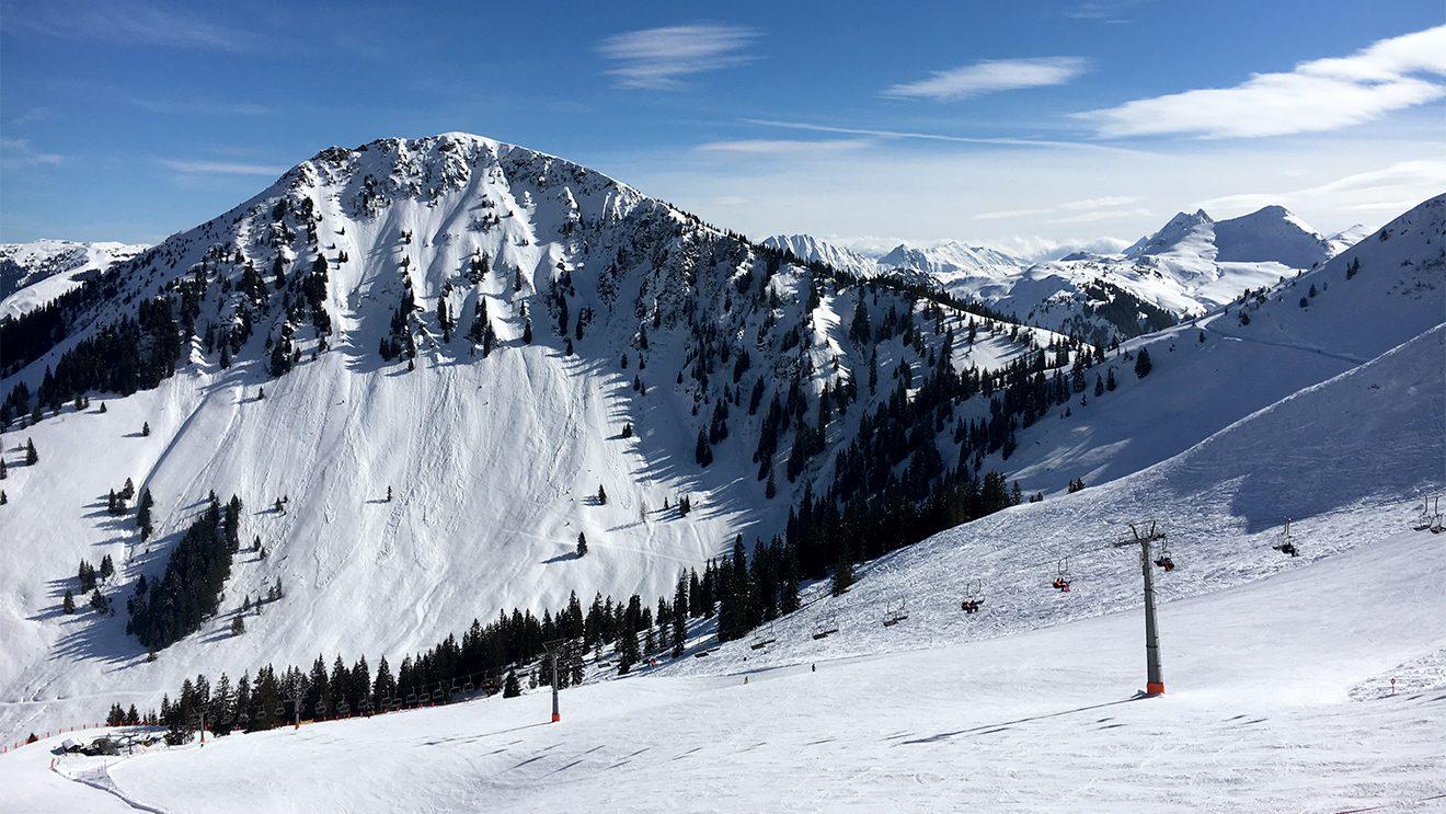 Die Talkaserabfahrt besticht durch ihre Aussicht und die feinen Pisten © Skiing Penguin