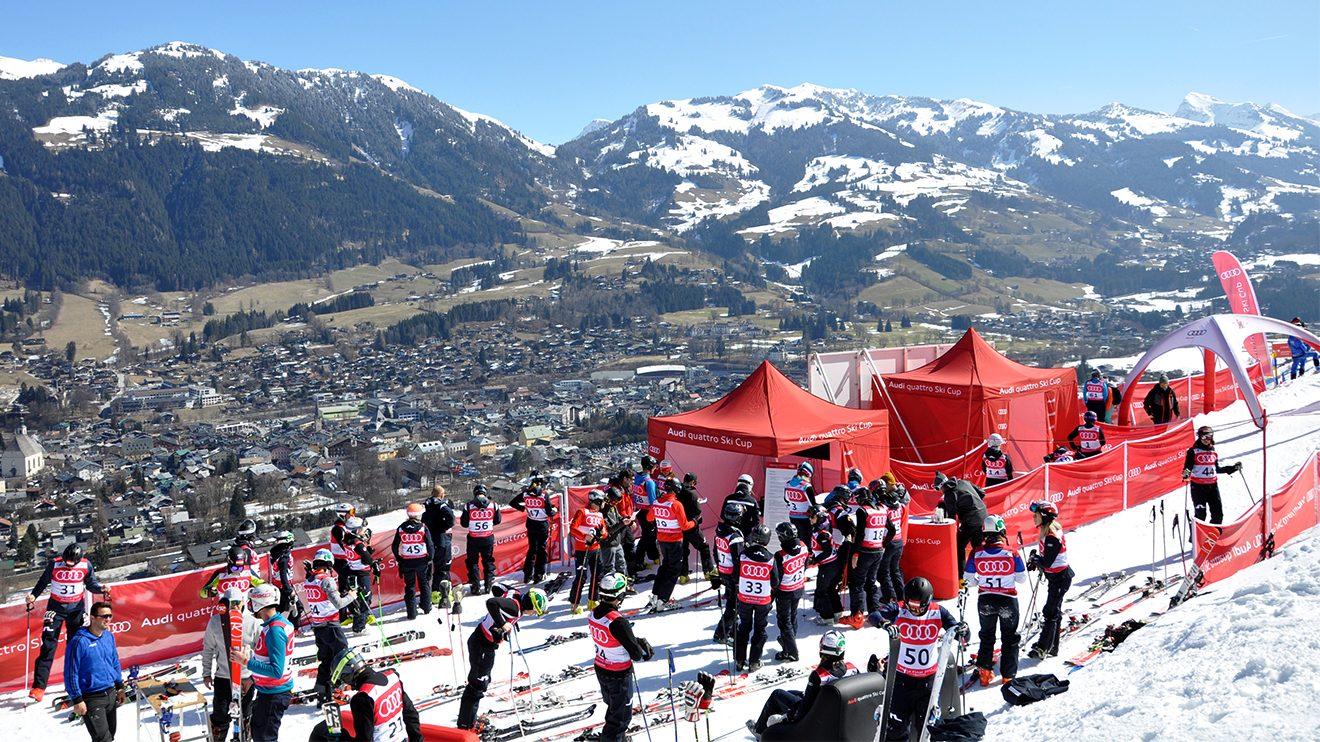 Ein Startbereich fast wie im Weltcup: Für Wachsstation, Sitzgelegenheiten und einen Bildschirm mit Live-Übertragung wurde gesorgt © Skiing Penguin