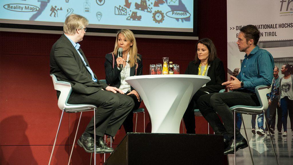 Moderator Torsten Wojciechowski, Renate Ecker, Claudia Roeben und Matthias Renn © Skiing Penguin