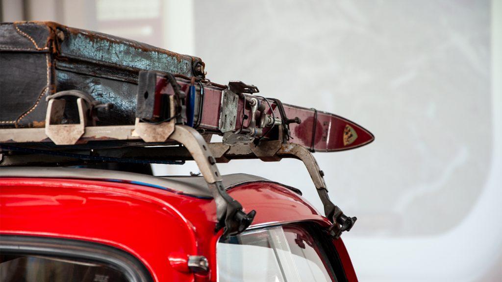 """Gut bepackte Isetta, auch """"Schlaglochsuchgerät"""" genannt © Skiing Penguin"""