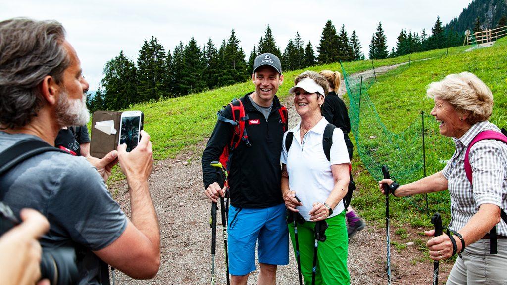 Fast jeder der 50 Teilnehmer holte sich ein Erinnerungsfoto © Skiing Penguin
