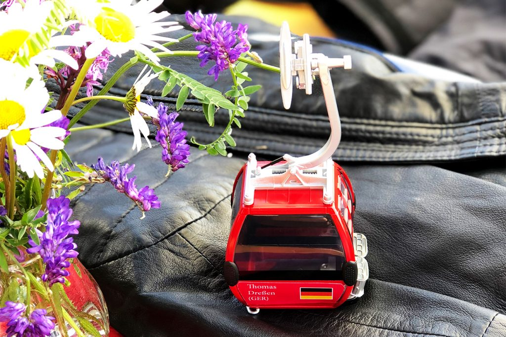Die Miniatur-Ausgabe zum Mitnachhause-Nehmen © Skiing Penguin