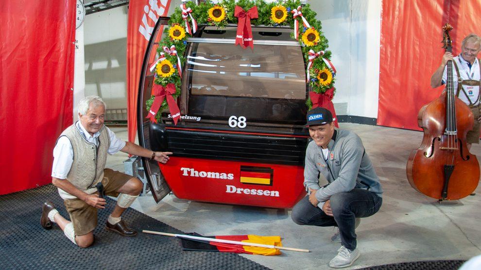 Thomas Dreßen mit seiner Gondel und Bergbahn-Vorstand Josef Burger © Skiing Penguin