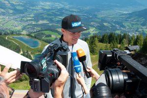 Auch ARD, ZDF und Sky reisten zur Gondel-Übergabe nach Kitzbühel © Skiing Penguin