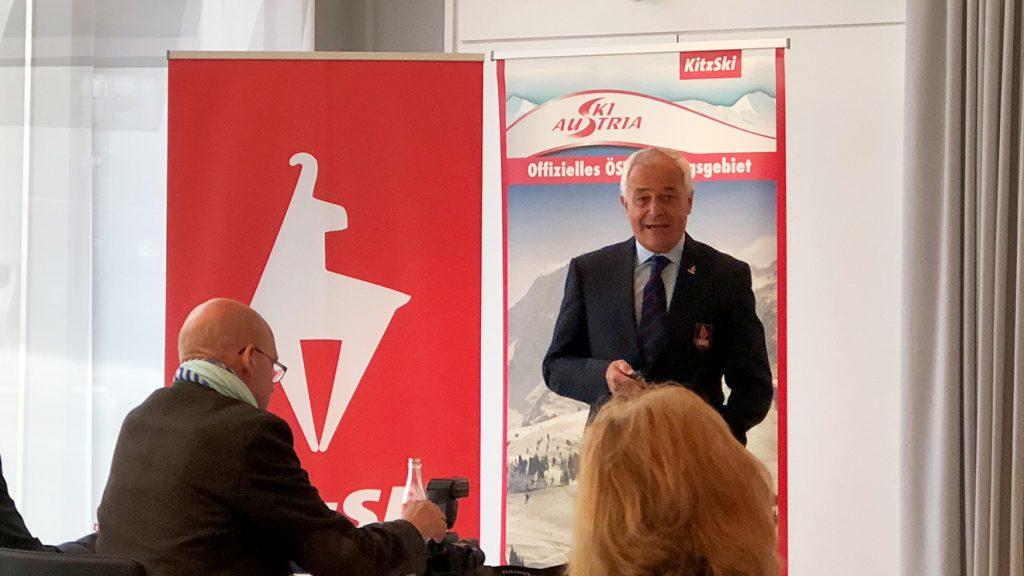 KitzSki-Vorstand Josef Burger bei der Präsentation in München © Skiing Penguin