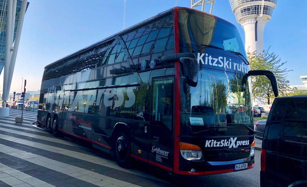 Mit dem Bus von München nach Kitzbühel, der Tagesskipass ist im Ticket inkludiert © Skiing Penguin