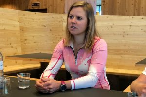 "Viktoria Rebensburg beim ""Round-Table-Interview"" © Skiing Penguin"