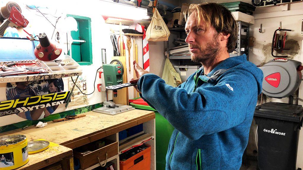 Jakob Lederer versucht, auch alte Bindungen und Platten wiederzuverwenden © Skiing Penguin