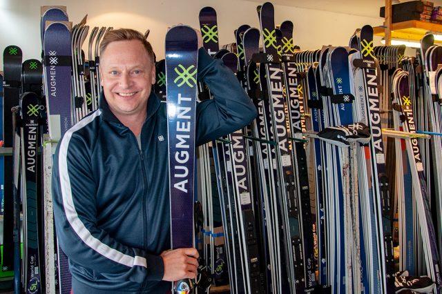 Johan Brolenius im Augment-Werk © Skiing Penguin