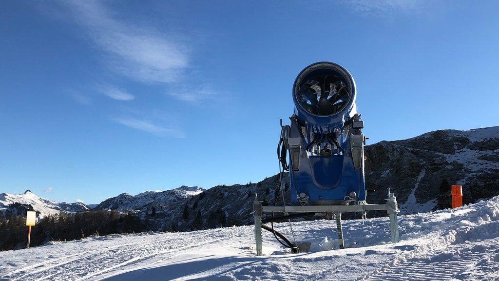 Nur wenn Luftfeuchtigkeit und Temperatur passen, kann beschneit werden © Skiing Penguin