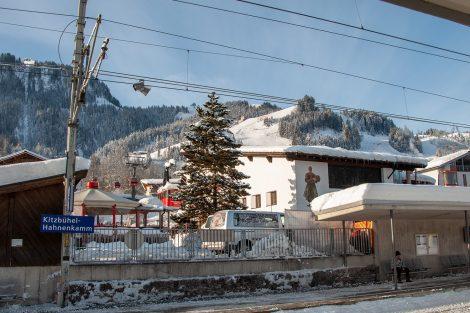 Eine legendäre Weltcupstrecke mit eigenem kleinen Bahnhof © Skiing Penguin