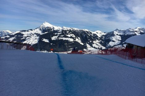 Um 180 Grad gedreht der Blick aufs Gschöss und das Kitzbüheler Horn © Skiing Penguin