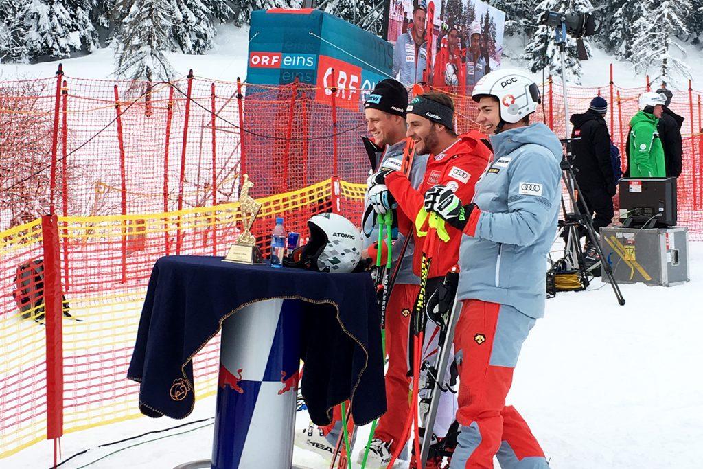 Daniel Danklmaier flankiert von den Schweizern Nils Mani und Lars Rösti © Skiing Penguin