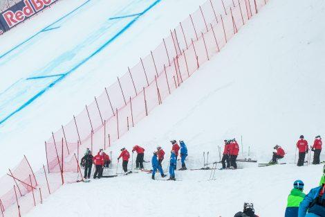 Das Rutschkommando - bestehend aus Skilehrern der Roten Teufel und von element3 - unterhalb der Mausefalle © Skiing Penguin