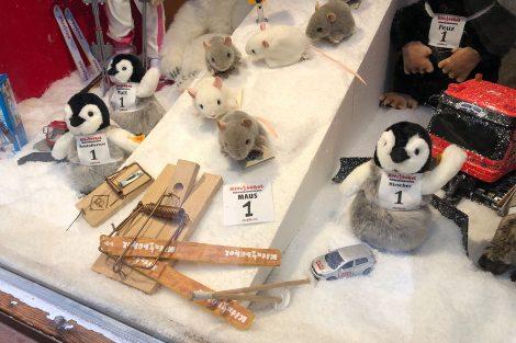 Viele Geschäfte in der Innenstadt passen ihre Auslagen der Rennwoche an © Skiing Penguin