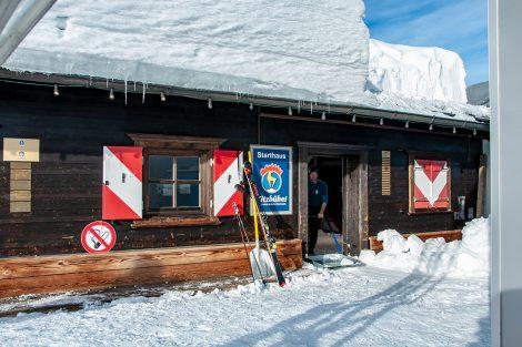 Auch heuer besteht in Kitzbühel weder am Start, noch auf dem Starthaus, ebenso wenig wie im Ziel Schneemangel © Skiing Penguin